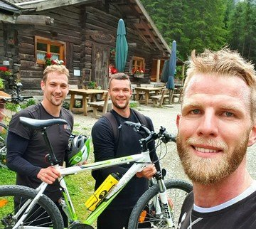 Volleyball-Nationalteam mit Steirerbike